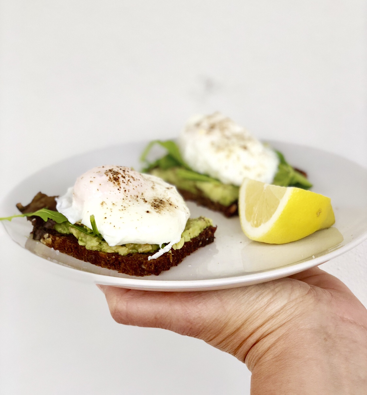 Pochierte Eier mit Avocado | berlinmittemom.com