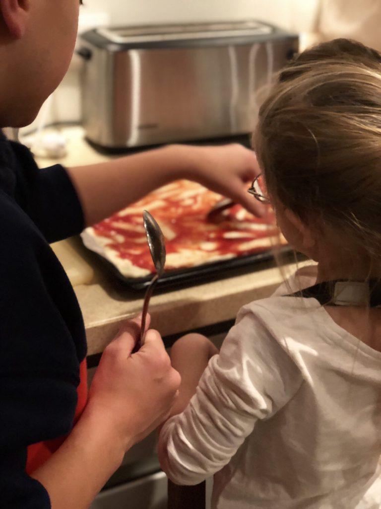 Pizza backen mit den Kleinen   berlinmittemom.com