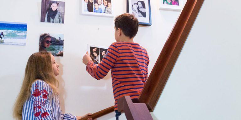 Familiengalerie gestalten mit Kindern | berlinmittemom.com