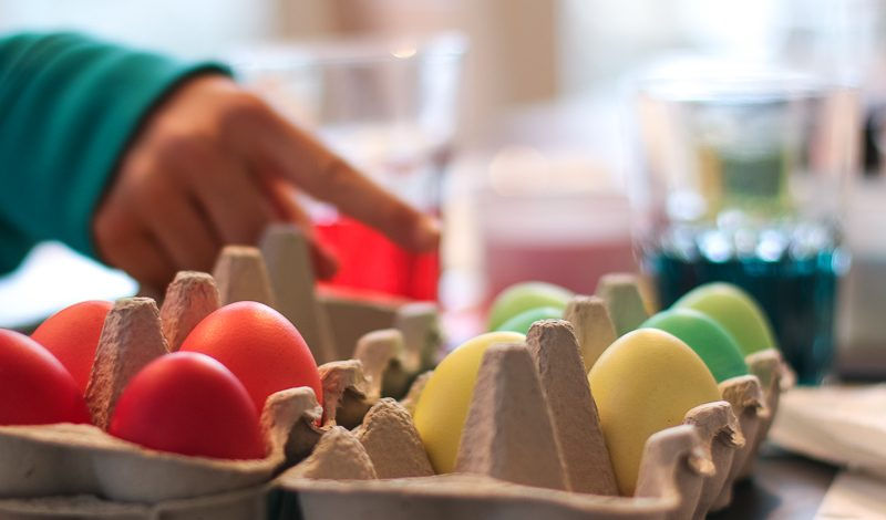 Freitagslieblinge, Eierfärben mit den Kindern | berlinmittemom.com