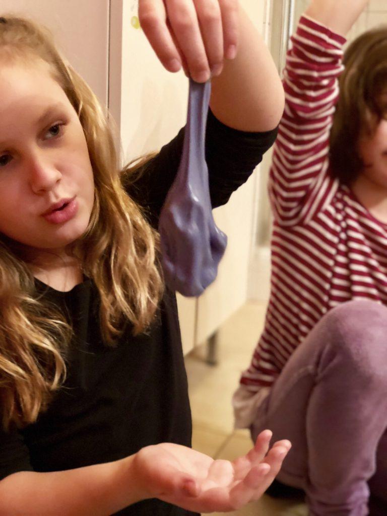 Slime selbermachen mit Kindern | berlinmittemom.com