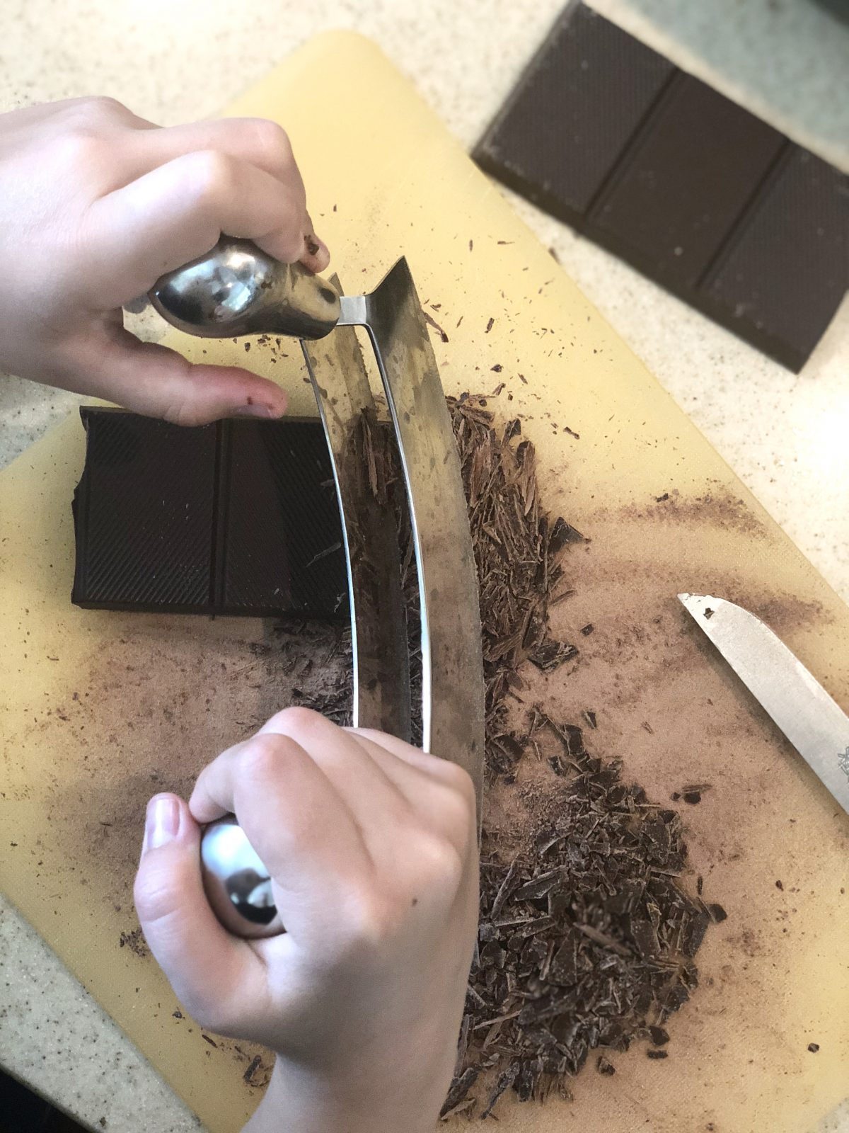 Chopping Chocolate | berlinmittemom.com
