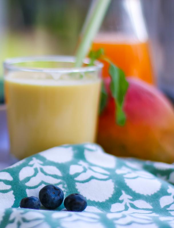 Mango-Aprikosen Lassi mit Fruchtsaft | berlinmittemom.com