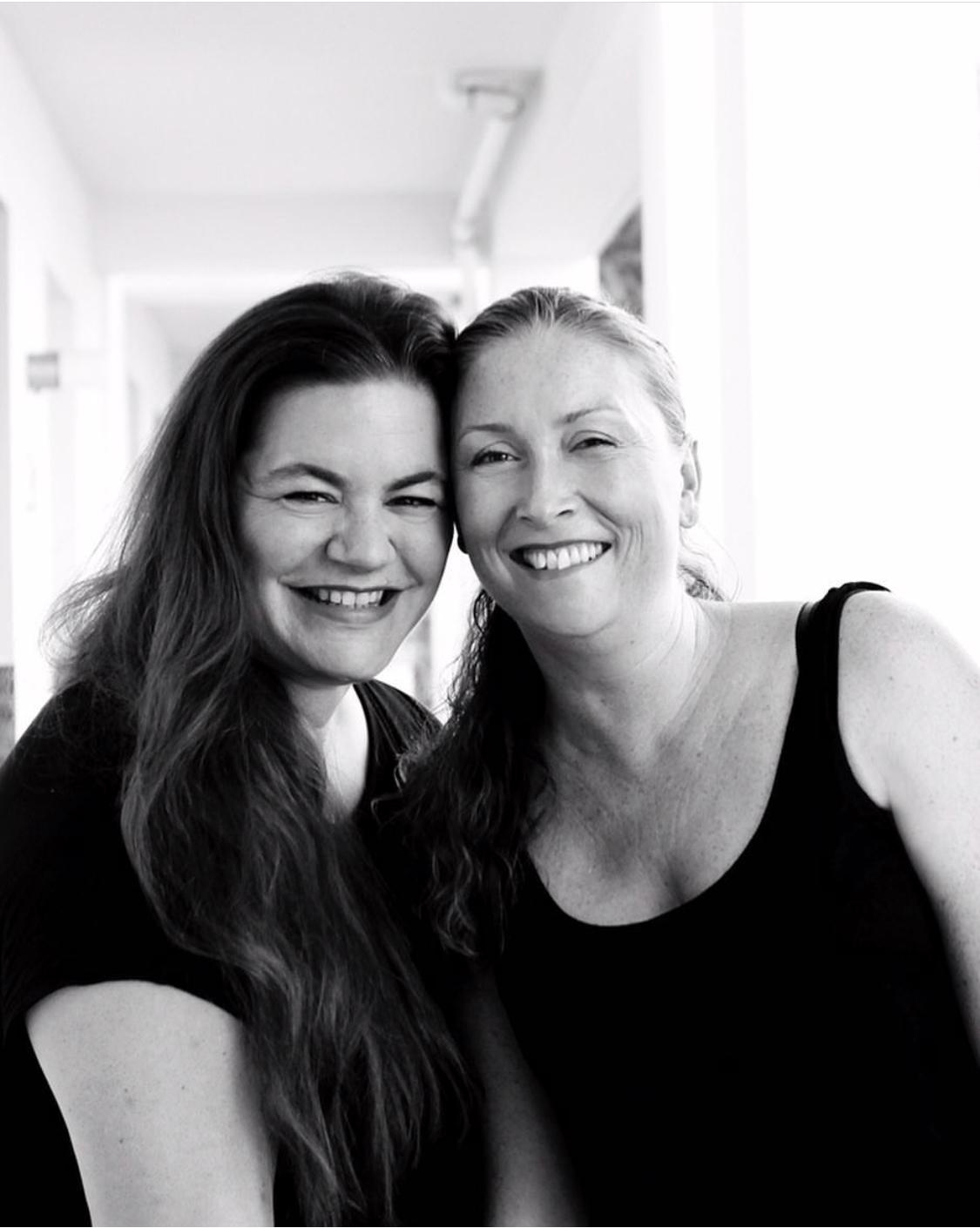 "Podcasterinnen ""Kaffee Stulle Gin"": Anna Luz de León & Imke Laux | berlinmittemom.com"