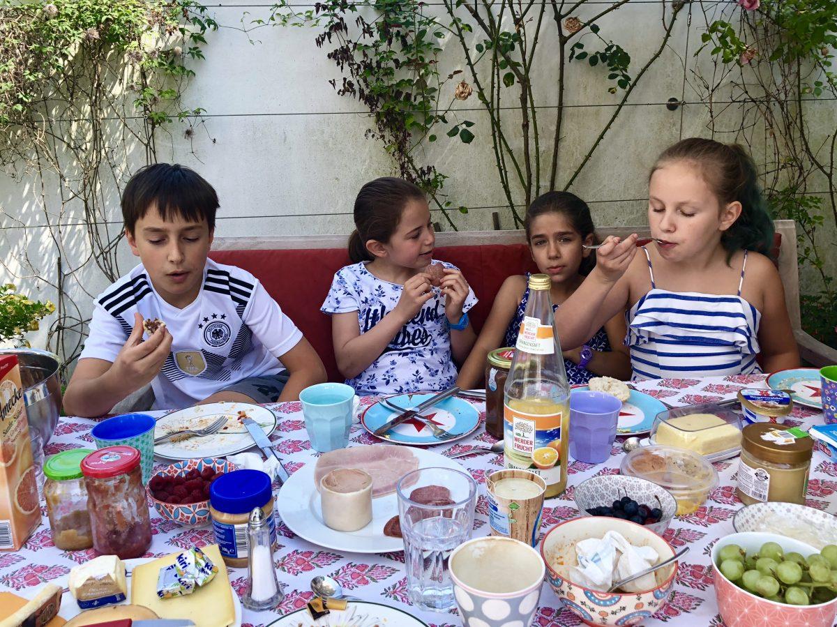 Terrassenfrühstück mit Kindern | berlinmittemom.com