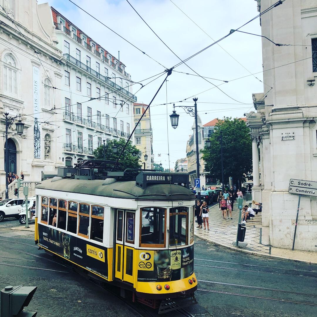 Straßenbahn in Lissabon | berlinmittemom.com