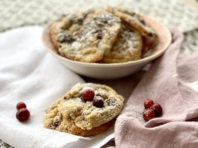 Cranberry Schoko Cookies zu Weihnachten | berlinmittemom.com