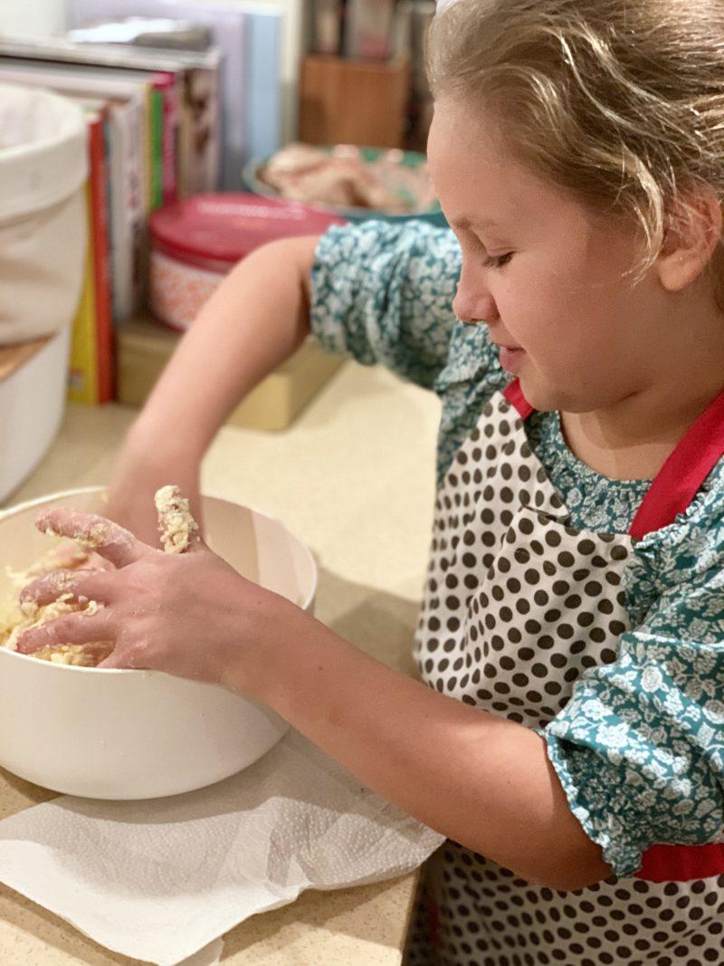 Backen mit Kindern: Gefüllte Marmeladenherzen | berlinmittemom.com