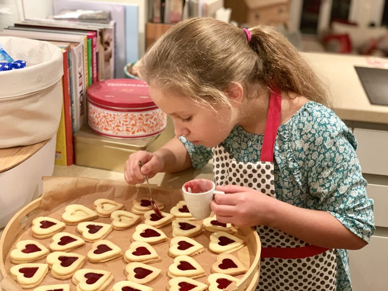 Plätzchenrezept zu Weihnachten: Marmeladenherzen | berlinmittemom.com