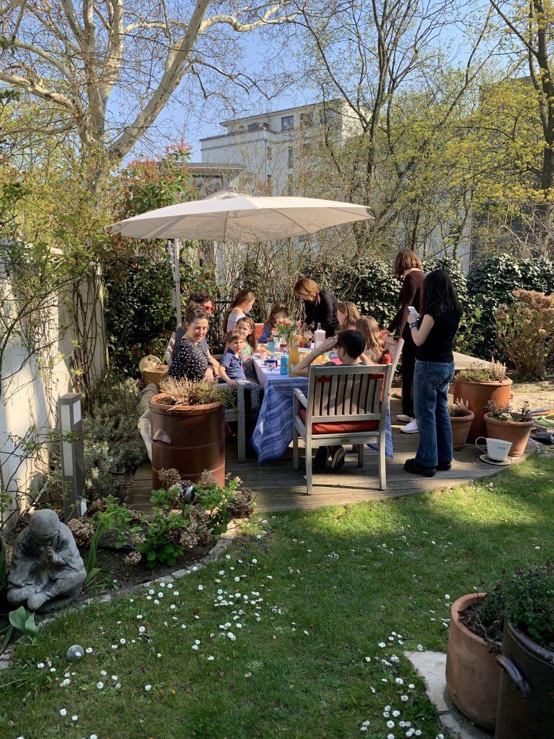 Geburtstagstisch im Garten | berlinmittemom.com