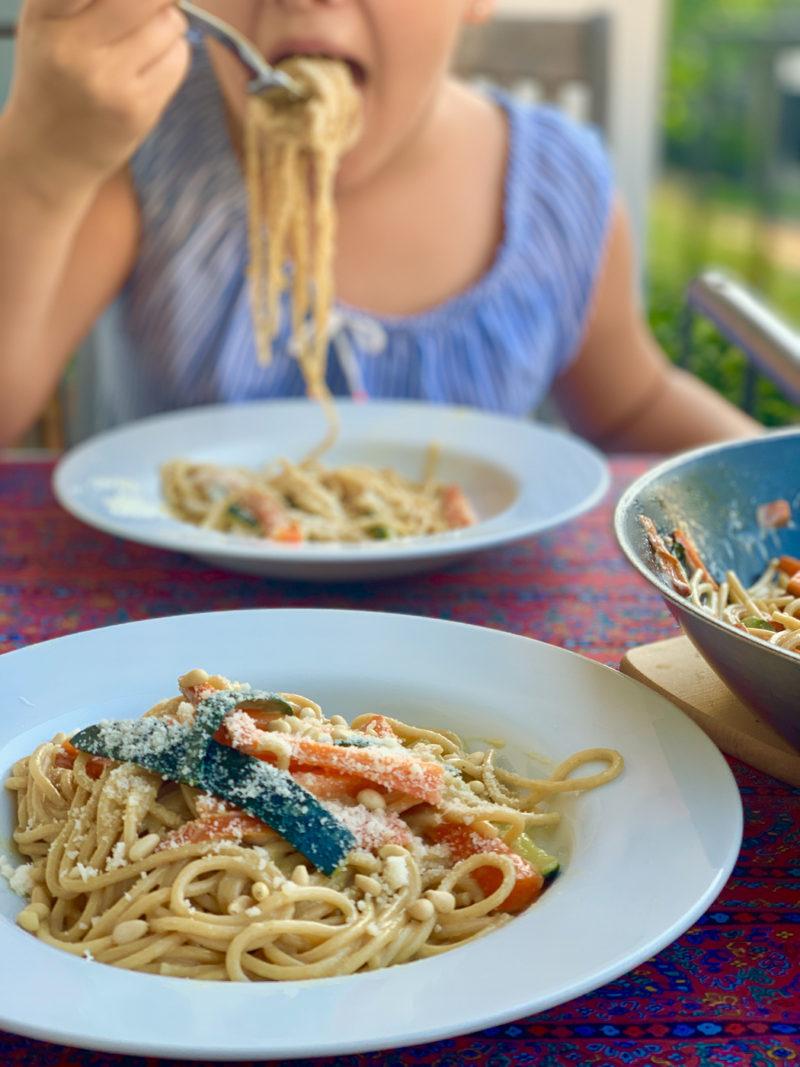 Rezept für Spaghetti mit Gemüse aus der Pfanne | berlinmittemom.com