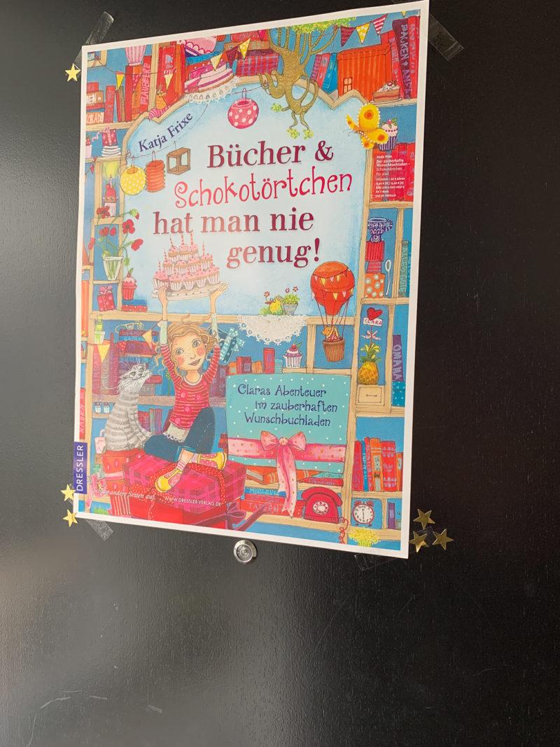 Bücher und Schokotörtchen kann man nie genug haben | berlinmittemom.com