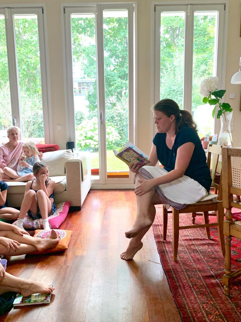 Katja Frixe liest aus dem zauberhaften Wunschbuchladen | berlinmittemom.com