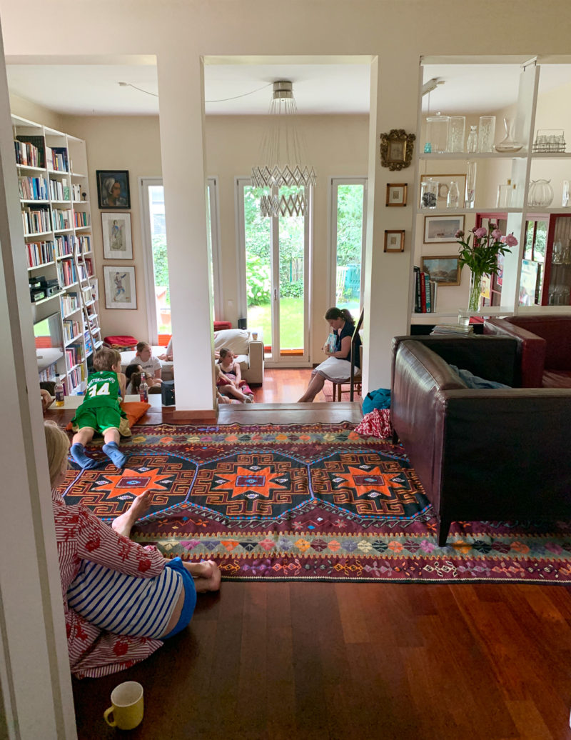 Wohnzimmerlesung für Kinder | berlinmittemom.com
