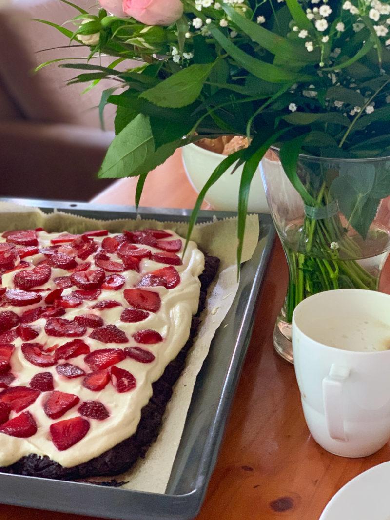 Erdbeerbrownies mit Mascarponecreme | berlinmittemom.com