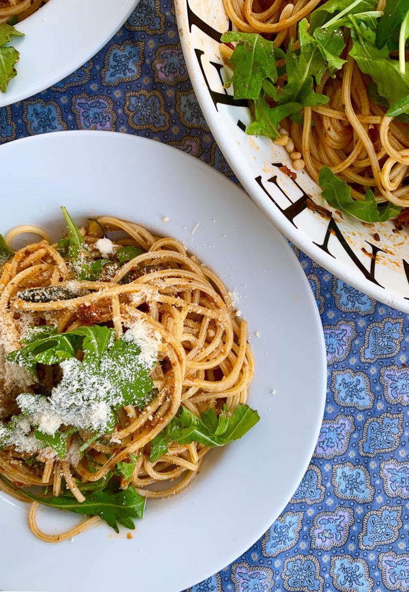 Pasta mit gegrilltem Gemüse und Rucole | berlinmittemom.com