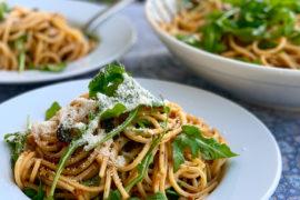 Spaghetti mit gegrilltem Gemüse und Rucola | berlinmittemom.com
