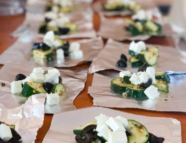 Zucchinipäckchen mit Feta zum Grillen | berlinmittemom.com
