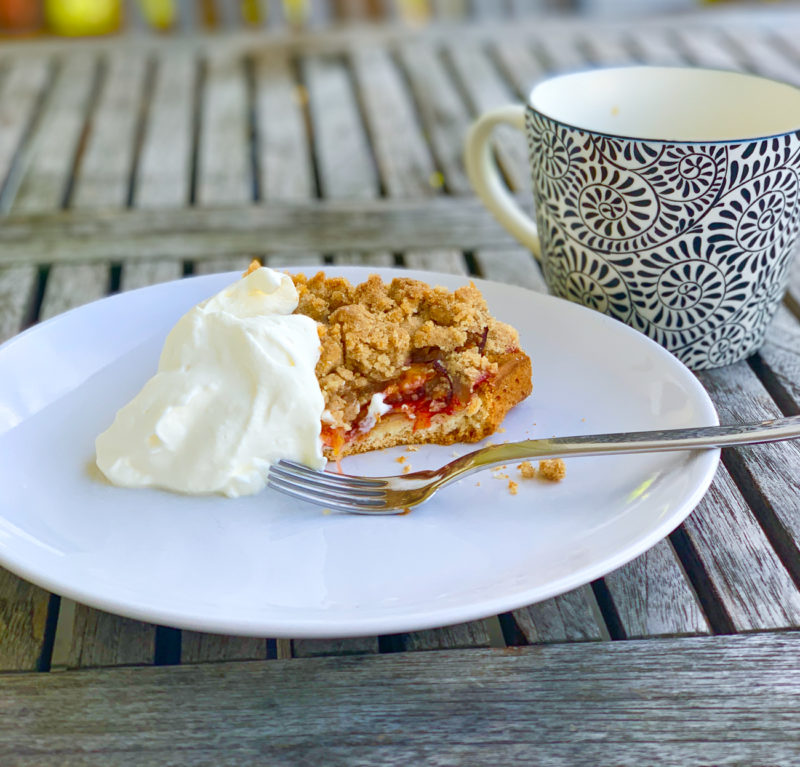 Pflaumenkuchen mit Zimtstreuseln | berlinmittemom.com