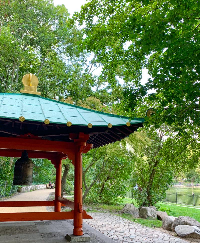 Friedensglocke im Volkspark Friedrichshain | berlinmittemom.com