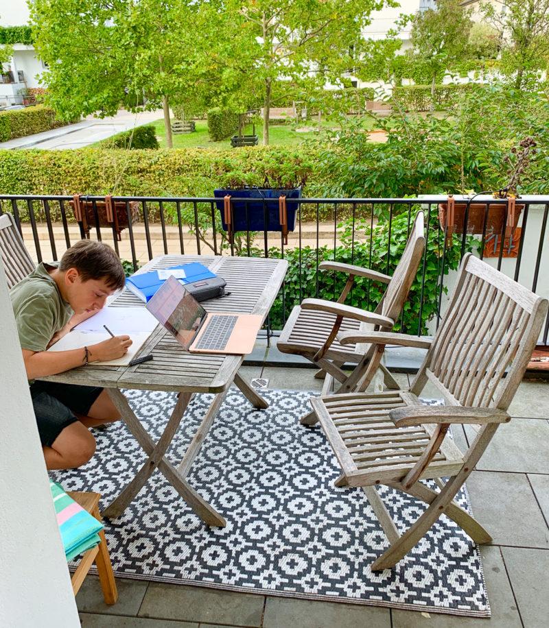 Wochenende in Bildern: Hausaufgaben draußen | berlinmittemom.com