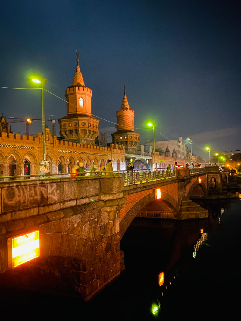 Oberbaumbrücke bei Nacht | berlinmittemom.com