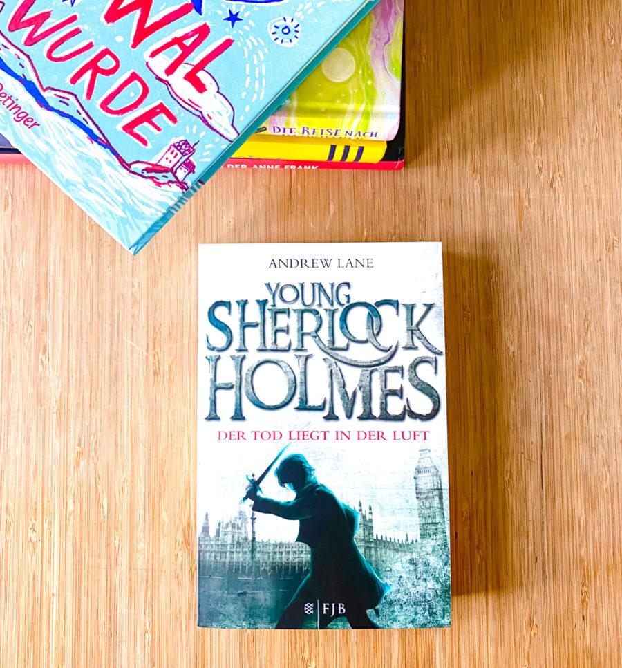Buchtipps in der Quarantäne: Young Sherlock Holmes | berlinmittemom.com