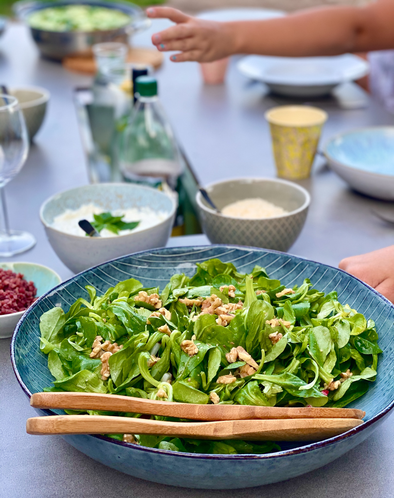 Feldsalat mit Nüssen | berlinmittemom.com