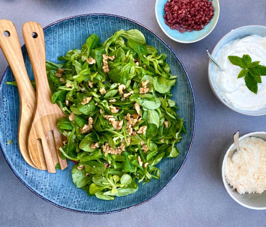 Feldsalat mit Nüssen und Speck | berlinmittemom.com