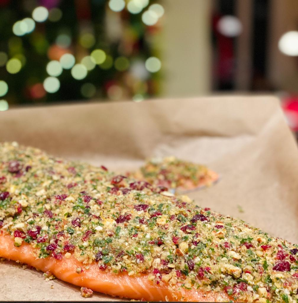 Lachs mit Kräuter Mandelkruste und Cranberrys | berlinmittemom.com