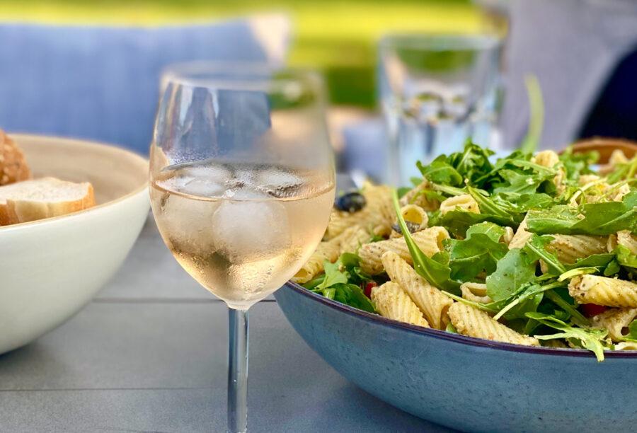 Nudelsalat mit selbst gemachtem Pesto | berlinmittemom.com